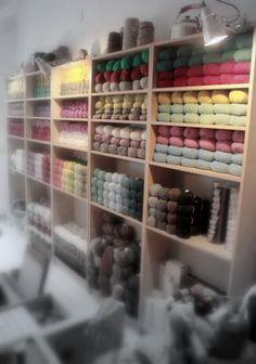 Yarn shopping in Madrid? YES, PLEASE! (at Blackoveja)