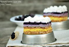 Meringue cake, lemon cream and blueberries Meringue Cake, Romanian Food, Food Cakes, Something Sweet, Beautiful Cakes, No Bake Cake, Yummy Cakes, Vanilla Cake, Delicious Desserts