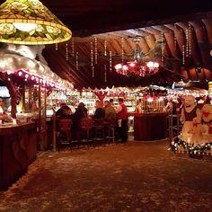 So many great Holiday shots like this one from @1975_caprice_rag #clearmansrestaurants #cheesebread #wine #northwoodsinn #sangabriel #covina #lamirada #losangeles #steak #dinner #food #foodporn #foodgasm #instafood #yum #yumyum #yummy #delicious #losangeles #familyrestaurant #stuffed #comfortfood #homecooking #classic #traditional #christmas #holiday #decorations #santa