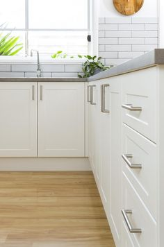 check out the latest kitchen design trends,and inspiration, made possible and affordable for everyday Australian& dream kitchen& to life Latest Kitchen Designs, Country Kitchen Designs, Kitchen Cabinet Design, Interior Design Kitchen, Home Decor Kitchen, Home Kitchens, Kitchen Ideas, Green Kitchen Inspiration, Kitchen Cabinets And Countertops