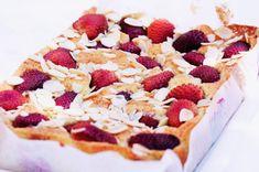 Jahodové mille-feuilles s omáčkou Czech Recipes, Sweet Recipes, Waffles, Cheesecake, Pie, Cooking, Breakfast, Czech Food, Cakes