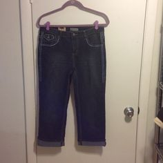 """Brand New Earl Jeans Sz 8 Earl cuffed cropped jeans size 8. Waist measures 15"""" across the front (30""""), inseam 21"""". Material 75% cotton, 24% polyester, 1% spandex. Brand new with tags. Earl Jeans Ankle & Cropped"""