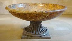 https://flic.kr/p/Koq8AY   Vasque, 2ème siècle après JC. Musée du Louvre.