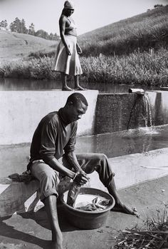 For the next instalment of the Iconic Still series, writer and editor Phetha Motumi speaks to the legendary Andrew Tshabangu on using black and white photography to tell the visual history of Johannesburg. African Artists, Documentary Photography, Creative Industries, Black And White Photography, Couple Photos, Fotografia, Modern Art, Black White Photography, Couple Photography