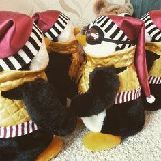 Friends TV Show penguin Hugsy friends show by souvenirstvshow