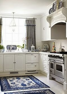 The Glam Pad 25 Clic White Kitchens With Blue Accessories