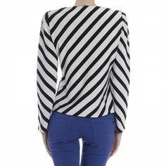 Jackets Woman Giorgio Armani Blazers For Women, Jackets For Women, Clothes For Women, Sporty Chic Style, Armani Jacket, Armani Women, Armani Black, Skinny Pants