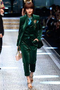 Dolce & Gabbana Fall 2017 Ready-to-Wear Fashion Show