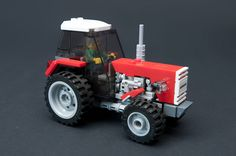 This seemingly simple tractor by new member lookl is full of wonderful details and an engine full of greebly goodness. Lego Tractor, Lego Truck, Lego City Sets, Lego Sets, Legos, Cool Lego, Awesome Lego, Family Christmas Presents, Lego Builder