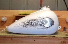 Daniel Walker Custom Paint Motorcycle, White Motorcycle, Motorcycle Tank, Air Brush Painting, Car Painting, Chopper, Motos Harley Davidson, Custom Tanks, Custom Paint Jobs