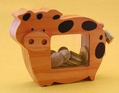 See the source image Diy Wood Projects, Wood Crafts, Woodworking Projects, Wooden Gifts, Wooden Decor, Wooden Piggy Bank, Bois Diy, Kids Wood, Wood Patterns