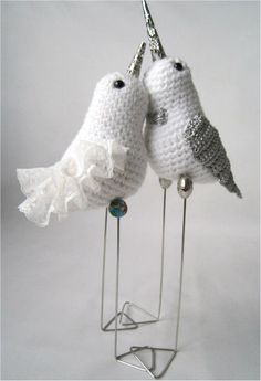 No pattern available for this BUT they are so adorable.  If I find a pattern I will link it.  However, there is another dove pattern that I posted but its not the same.  Similar, though.