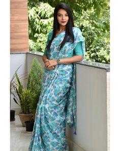Kurti Designs Party Wear, Kurta Designs, Saree Blouse Designs, Simple Saree Designs, Simple Sarees, Cotton Dresses Online, Formal Saree, Saree Poses, Plain Saree