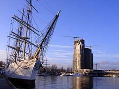 280px-Sea_Towers_Skwer.jpg 280 × 210 pixels