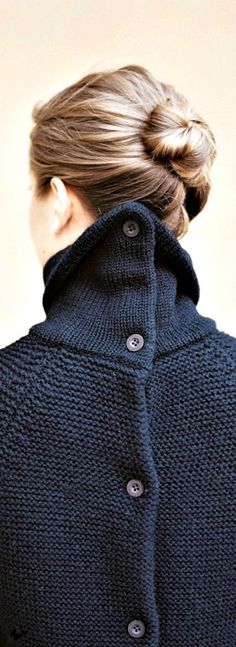 Kinfolk is making clothes…A look at Ouur great sweater from Kinfolk Ouur collection, now in Japan but to be release in the USA by the end of 2014 Knit Fashion, Look Fashion, Winter Fashion, Womens Fashion, Fashion Details, Mode Chic, Mode Style, Style Me, Diy Pullover