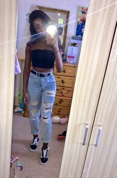Super ripped mom jeans and black bandeau top - Outfit - Summer Outfits Outfit Jeans, Socks Outfit, Black Ripped Jeans Outfit, Ripped Jeans Style, Torn Jeans, Black Vans Outfit, Mode Outfits, Trendy Outfits, Summer Outfits