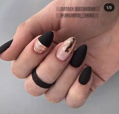 Black is a commonly used color in nail art designs. Many people have tried black nail art designs. Black can be used alone or in combination with any other color. Black can be used on nails of any shape. Black coffin nails and black Stiletto nails ar Black Stiletto Nails, Matte Black Nails, Black Nail Art, Matte Almond Nails, Nail Pink, Ombre Nail, Almond Nails Designs, Black Nail Designs, Nail Art Designs