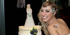 Italian woman marries herself in fairytale ceremony. There was a three-tiered wedding cake, bridesmaids and 70 guests. Sarah Jessica Parker, Carrie Bradshaw, Married Woman, Got Married, Italian Women, The Right Man, 40 Years Old, Trends, Getting Bored