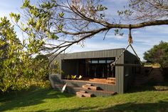 Venus Bay Beach House / MRTN Architects. Images and drawings at the link. Great floor plan. Residential Architecture, New Zealand Architecture, Australian Architecture, Interior Architecture, Minimal Architecture, Container Architecture, Small Houses, Small Buildings, Tiny House