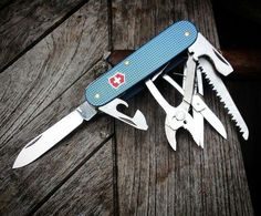 Cool Knives, Knives And Tools, Knives And Swords, Victorinox Knives, Victorinox Swiss Army Knife, Tactical Knives, Tactical Gear, Mens Gadgets, Edc Gear