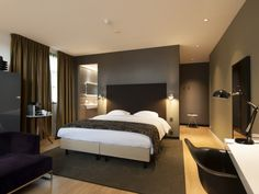 Suite Riverview: luxe hotel suite met uitzicht over de Vecht San Diego, Hotel Safe, Modern Master Bedroom, Hotel Suites, Luxurious Bedrooms, Great Rooms, Home Decor, Stylish Interior, Asheville Nc