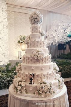 Wedding Cakes - the must try eye pleasing pin inspiration number 4392252404 Extreme Wedding Cakes, Extravagant Wedding Cakes, Big Wedding Cakes, Luxury Wedding Cake, Amazing Wedding Cakes, Elegant Wedding Cakes, Wedding Cake Designs, Amazing Cakes, Elegant Cakes