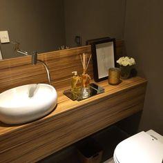 Lavabo pequeno: 60 ambientes bonitos e funcionais com pouco espaço Guest Toilet, Sink, Vanity, Bathroom, Home Decor, Nova, Instagram, Small Shower Room, Restroom Decoration