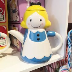 Seriously how cute is this Alice in Wonderland teapot ?  From @placeashop  by iamlazykat You can follow me at @JayneKitsch