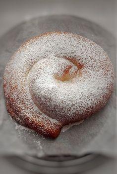 Ensaimadas – DULCES FRIVOLIDADES Doughnut, Desserts, Recipes, Food, Homemade Cookie Recipe, Afternoon Snacks, Food Cakes, Majorca, Tailgate Desserts