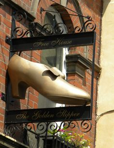 The Golden Slipper is a traditional English pub and can be found at Goodramgate, York