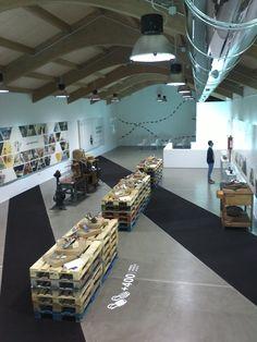 #Sala de conferencias #Galería #vintage #contract via @planreforma #alfombra #iluminacion #loft #suelos #madera