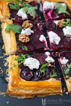 Goat's Cheese and Beetroot Tart - a seasonal dish that your .- Goat's Cheese and Beetroot Tart – a seasonal dish that your family will love to bits - Beetroot Recipes, Vegan Recipes, Cooking Recipes, Healthy Dinner Recipes, Vegan Food, Crockpot Recipes, Healthy Food, Good Food, Yummy Food