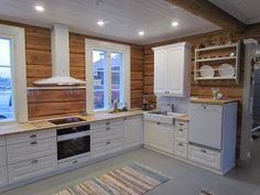 White Farmhouse Kitchens, Home Kitchens, Kitchen Dining, Kitchen Cabinets, Wooden Cabins, Log Homes, Houzz, Tiny House, Beach House