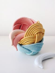 Michelle Harvey of Crayon Chick creates a gorgeous range of 'Weave Bowls'. Her woven rope bowls are sturdy and practical and come in lovely colours. Crafts To Make, Diy Crafts, Rope Basket, Do It Yourself Projects, Timeless Design, Deco, Diy Tutorial, Fiber Art, Weaving