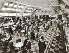 Berlin, Wittenbergplatz, KaDeWe Selbstbedienungsrestaurant, 1932. Fotograf unbekannt.