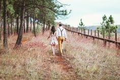 """""""Are You Using These Hottest Trends In 2017?"""" Engagement Photos by Debi Buckley"""
