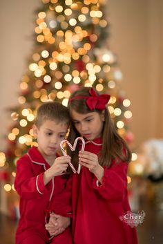 Sibling Christmas Pictures, Xmas Pictures, Christmas Photo Cards, Christmas Photos, Christmas Portraits, Christmas Photography Kids, Shooting Photo, Photo Couple, Foto Pose