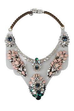 La tendencia de los collares grandes en el street style: Shourouk