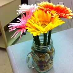 DIY flower ink pens. I know how to make these, so, room decoration!!:)