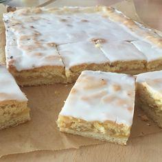 Kennt Ihr diesen obermegageilen Apfelkuchen mit Decke und Zuckerguss vom Bäcker? Ich liebe ihn, nein ich LIEBE ihn! Wann immer ich die M...