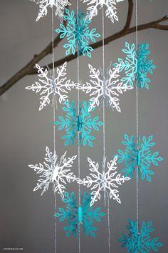 Diy Snowflake Decorations, Diy Christmas Snowflakes, Rose Gold Christmas Decorations, 3d Snowflakes, How To Make Snowflakes, Christmas Fabric Crafts, Snowflake Garland, Snowflake Designs, Diy Garland