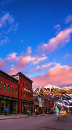 Visited Conde Nast Traveler's #1 readers' choice US ski resort yet? Why not explore #KindHotel Lumiere Hotel Telluride and find out why it's been dubbed for its no-nonsense attitude + healthy mix of ski bums and artists. 📷 : Telluride, CO, Burchmore Photo