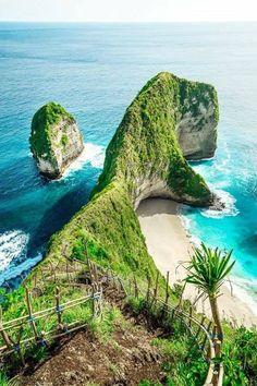 Kelingking beach on nusa penida in bali, indonesia Holiday Destinations, Travel Destinations, Travel Tips, Travel Abroad, Budget Travel, Journey, Places To Travel, Places To See, Asia Travel