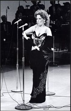 Bette Midler May 1975. Photo by WireImage.
