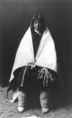 vintage-native-american-girls-portrait-photography-30-575a810a27a32__700amérindiennes-amérindiennes