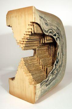 Brian Dettmer transforma páginas de livros em esculturas.    Blog Choco La Design    http://chocoladesign.com/cirurgia-editorial