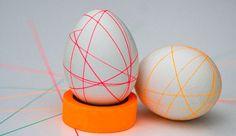 Easter Eggs / Thin strips of masking tape Easter Crafts, Holiday Crafts, Easter 2015, Easter Egg Designs, Diy Ostern, Crochet Flower Patterns, Easter Holidays, Egg Decorating, Easter Baskets