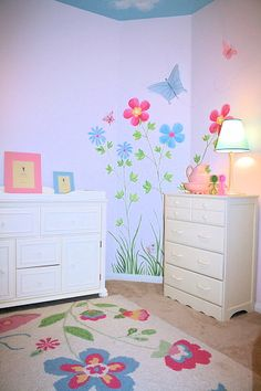 I love the flowers painted on the wall