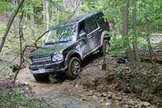 #LRowner Brian H makes the most of his #LR4's ground clearance. Pray, tell, what craggy trails have you traveled?