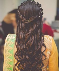 These latest open hairstyles are the best for the pre and post-wedding functions. Most of the people get confused when it comes to styling their open hair. We spotted some open hairstyles wore by. Open Hairstyles, Indian Hairstyles, Hairstyles Haircuts, Braided Hairstyles, Mehndi Hairstyles, Gorgeous Hairstyles, Hairstyles Videos, Simple Hairstyles, Braided Updo